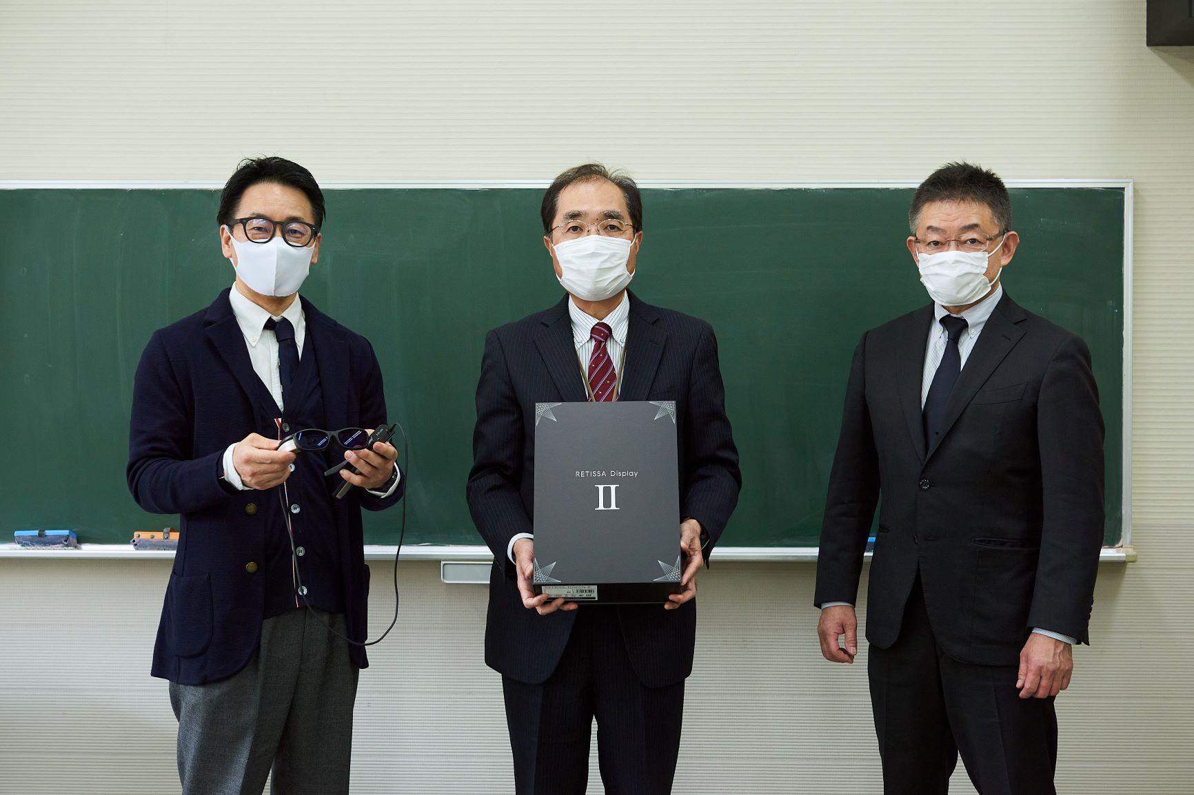 ロービジョン向け網膜直接投影型アイウェアを横浜市立盲特別支援学校に寄贈